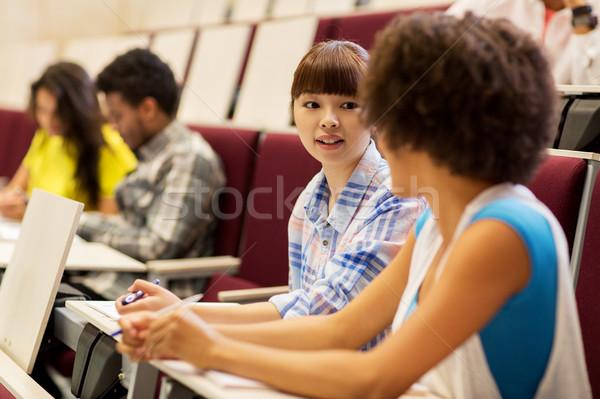 Grupy studentów mówić wykład sali edukacji Zdjęcia stock © dolgachov