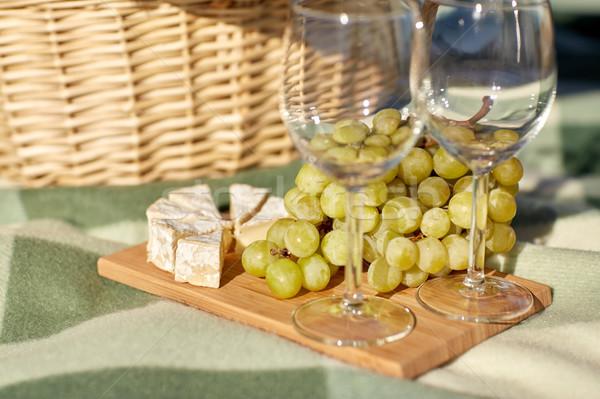 Сток-фото: Бокалы · виноград · сыра · продовольствие · праздников