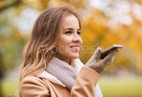 Femme voix smartphone automne parc saison Photo stock © dolgachov