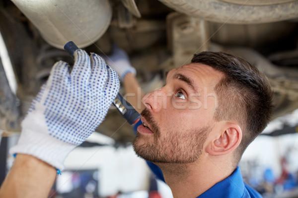 Mekanik adam el feneri tamir araba alışveriş Stok fotoğraf © dolgachov