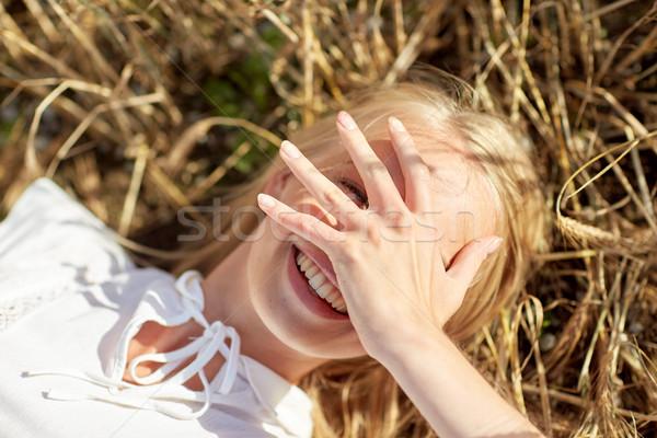 Szczęśliwy młoda kobieta zbóż dziedzinie charakter lata Zdjęcia stock © dolgachov