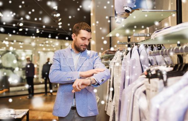 Heureux jeune homme veste vêtements magasin vente Photo stock © dolgachov