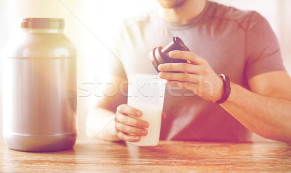 Uomo proteine shake bottiglia jar Foto d'archivio © dolgachov