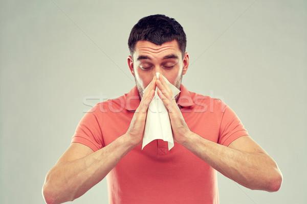 Ziek man papier servet blazen neus mensen Stockfoto © dolgachov