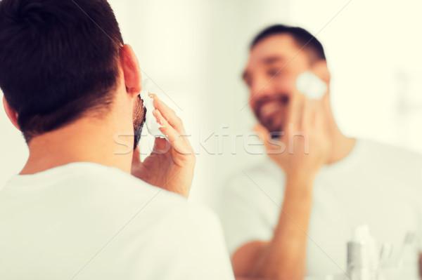 Közelkép férfi jelentkezik hab arc szépség Stock fotó © dolgachov
