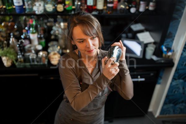 Stockfoto: Shaker · cocktail · bar · alcohol · dranken · mensen