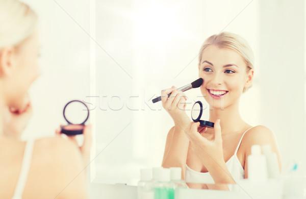 Nő sminkecset bőrpír fürdőszoba szépség smink Stock fotó © dolgachov
