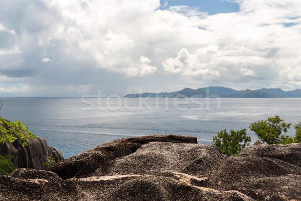 Kilátás sziget indiai óceán Seychelle-szigetek utazás Stock fotó © dolgachov