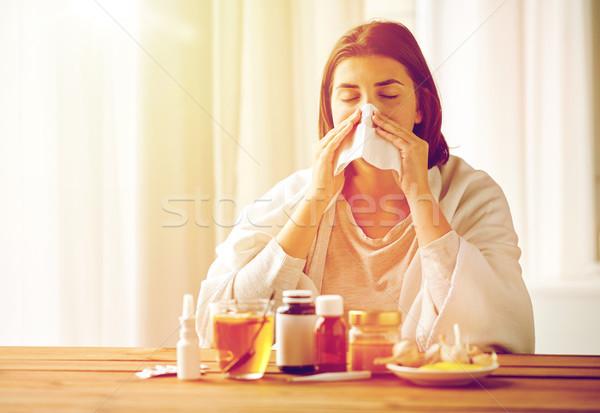 больным женщину медицина сморкании Сток-фото © dolgachov