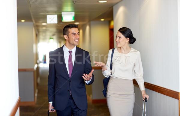 Zespół firmy podróży torby hotel korytarz business trip Zdjęcia stock © dolgachov