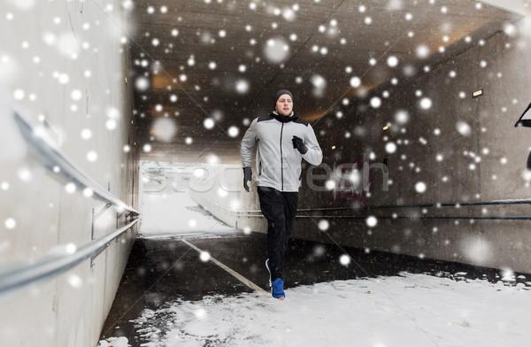 Man lopen metro tunnel winter fitness Stockfoto © dolgachov
