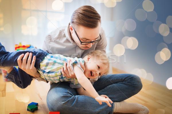 Apa fia játszik szórakozás otthon család gyermekkor Stock fotó © dolgachov