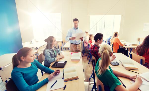 グループ 学生 教師 テスト結果 教育 学校 ストックフォト © dolgachov