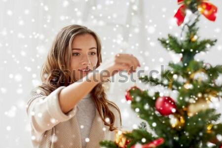 Stok fotoğraf: Yardımcı · kız · hediye · kutusu · noel · ağacı · kadın