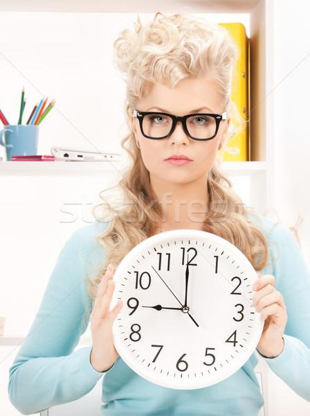 Aantrekkelijk zakenvrouw klok heldere foto vrouw Stockfoto © dolgachov