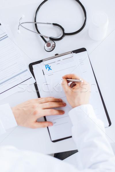 Foto stock: Médico · do · sexo · masculino · escrita · prescrição · papel · família