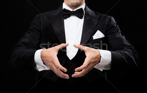 Bűvész mutat trükk mágikus előadás cirkusz Stock fotó © dolgachov