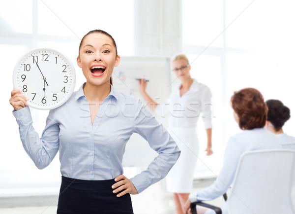 Atraente empresária parede relógio negócio tempo Foto stock © dolgachov