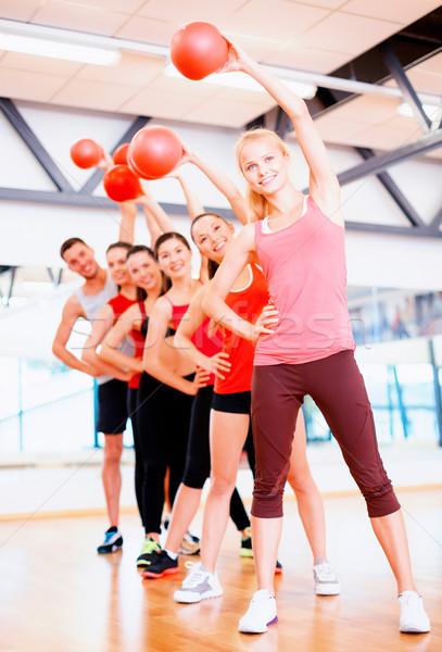 Grupo sorridente pessoas que trabalham fora bola fitness Foto stock © dolgachov