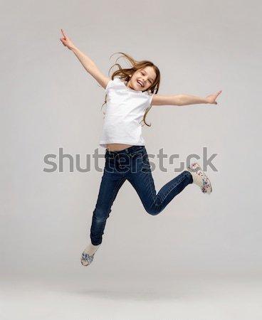 Photo stock: Souriant · petite · fille · sautant · bonheur · activité · enfant