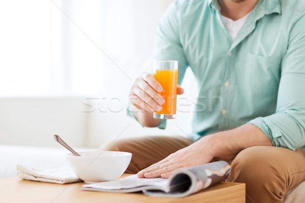 человека журнала питьевой сока домой Сток-фото © dolgachov
