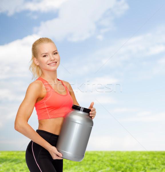 Mosolyog sportos nő bögre fehérje fitnessz Stock fotó © dolgachov