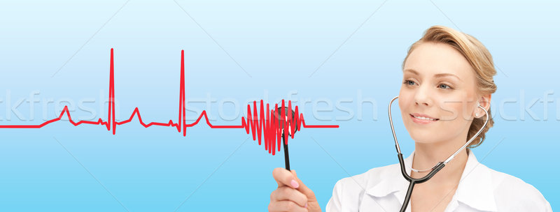 Mosolyog női orvos hallgat szívdobbanás egészségügy Stock fotó © dolgachov