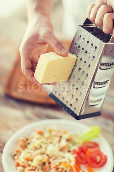 Männlich Hände Gitter Käse Pasta Stock foto © dolgachov