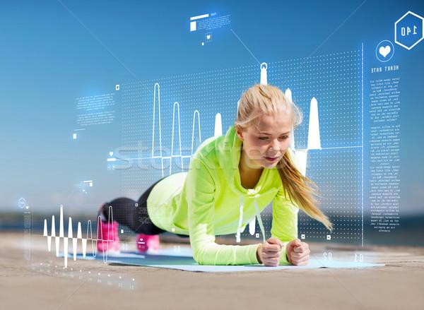 Kobieta sportowe odkryty sportu życia serca Zdjęcia stock © dolgachov