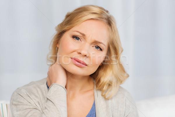 Infeliz mujer sufrimiento dolor de cuello casa personas Foto stock © dolgachov