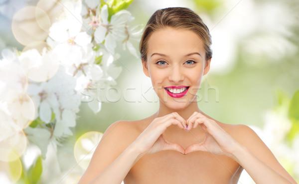 Lächelnd Herzform Handzeichen Schönheit Stock foto © dolgachov