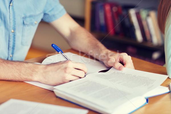 Zdjęcia stock: Student · ręce · piśmie · notebooka · ludzi