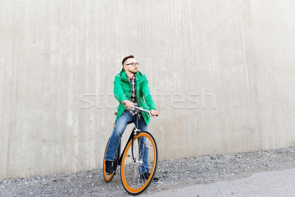 Feliz jóvenes hombre fijado artes Foto stock © dolgachov