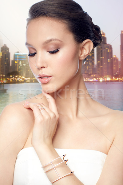 Belo asiático mulher anel pulseira beleza Foto stock © dolgachov