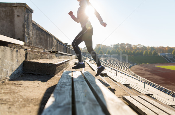 женщину работает наверх стадион фитнес Сток-фото © dolgachov