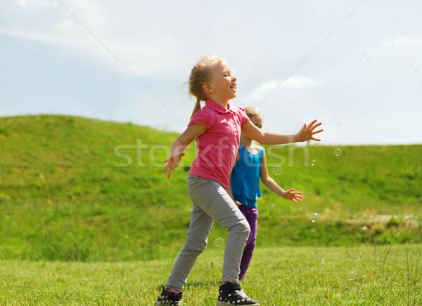 Stockfoto: Groep · gelukkig · kinderen · lopen · buitenshuis · zomer