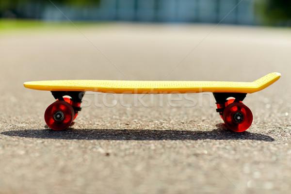 短い 現代 クルーザー スケート スケート ストックフォト © dolgachov