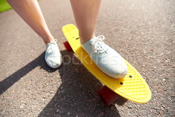 ストックフォト: 女性 · フィート · ライディング · 短い · スケート