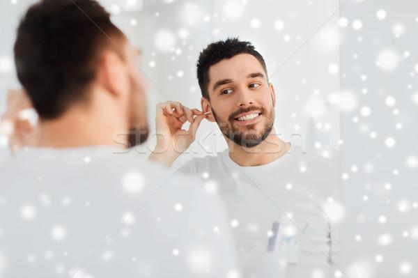 Man schoonmaken oor katoen badkamer schoonheid Stockfoto © dolgachov