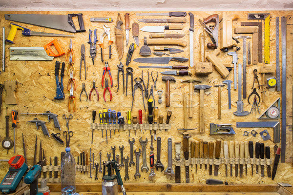 Muncă Unelte agatat perete atelier dulgherie Imagine de stoc © dolgachov