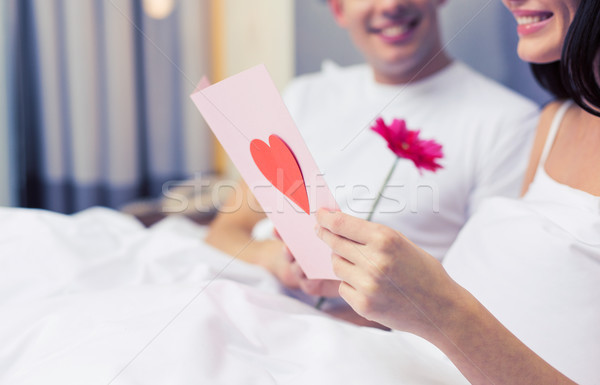 Couple lit carte postale fleur amour Photo stock © dolgachov