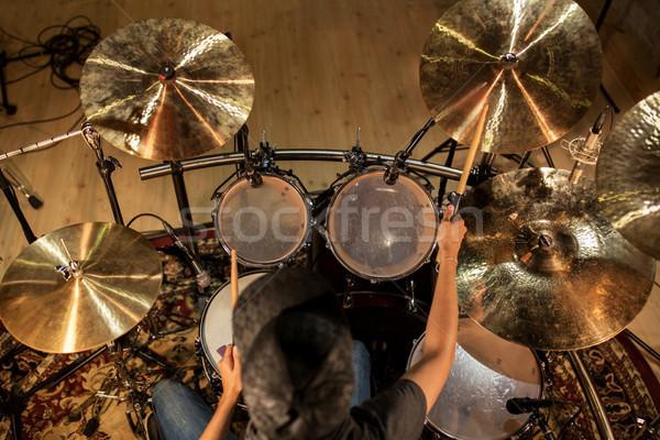Erkek müzisyen oynama davul konser müzik Stok fotoğraf © dolgachov