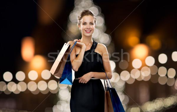 Nő fekete bevásárlótáskák karácsony vásár divat Stock fotó © dolgachov