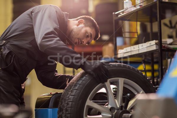 Automechaniker Balancing Auto Rad Workshop Service Stock foto © dolgachov