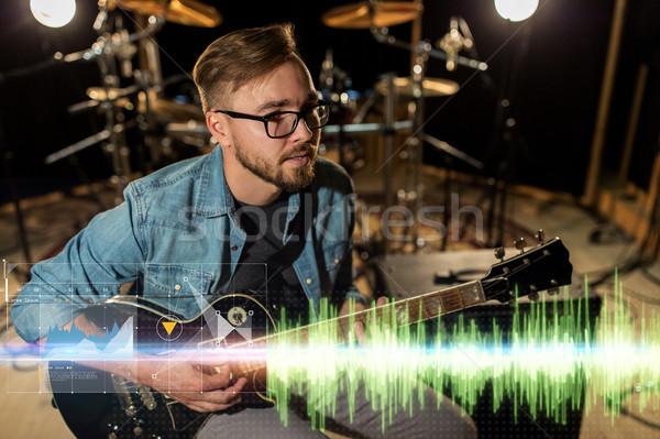 Musicista giocare chitarra studio prova musica Foto d'archivio © dolgachov