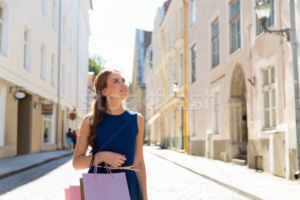 счастливым женщину городской улице продажи Сток-фото © dolgachov