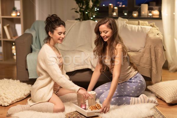 Kadın arkadaşlar kakao ev dostluk parti Stok fotoğraf © dolgachov