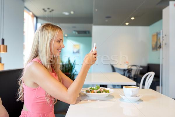 Foto stock: Feliz · mujer · comer · restaurante · tecnología