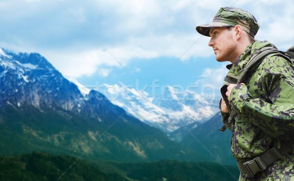 Katona katonai egyenruha hátizsák kirándulás hadsereg katonaság Stock fotó © dolgachov