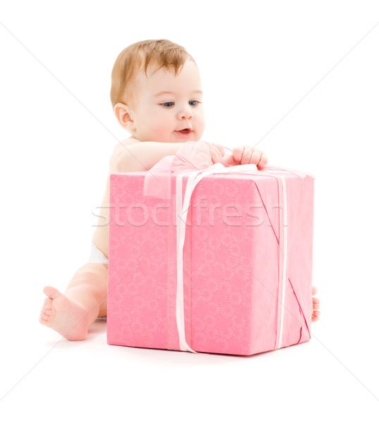 Foto stock: Bebê · menino · grande · caixa · de · presente · quadro · criança